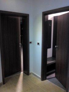 Монтирана врата с контрол на достъп на хотел