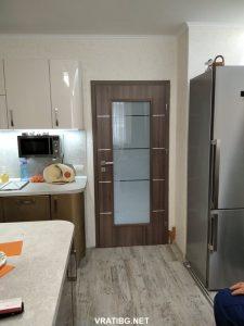 Монтирана портална врата Дискавъри Classen удобно стъпила върху готовите настилки