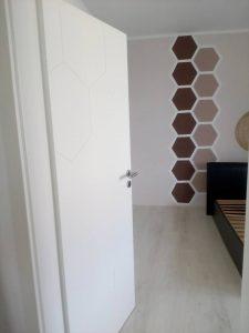 Монтиран врата Графен Класен, бял лак с регулируема каса