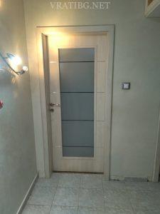 Монтирана врата Discovery Classen на панелно жилище с камуфлажна каса БЕЗ КЪРТЕНЕ