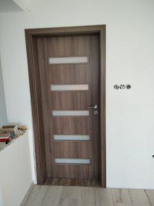 Монтирана врата Сентчъри 7 Класен графит без къртене